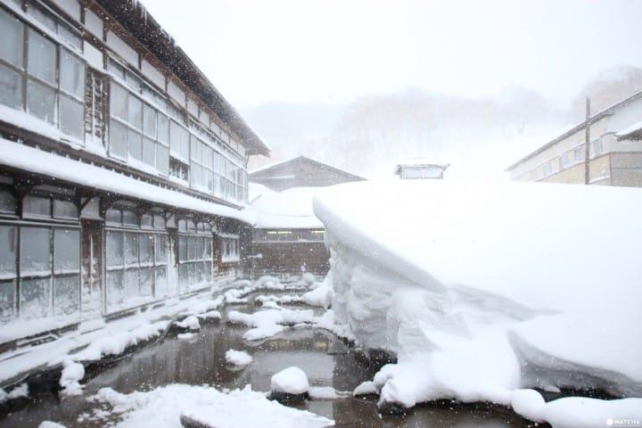 【青森】 白色世界裡的三百年酸ヶ湯温泉旅館