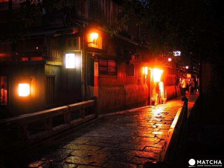 在「夜晚的衹園」感受與白天完全不同的夢幻