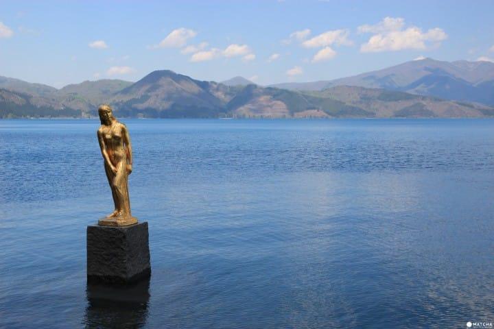 【秋田】 温泉湖水两样情,秘境乳头温泉鹤之汤、田泽湖半天散策