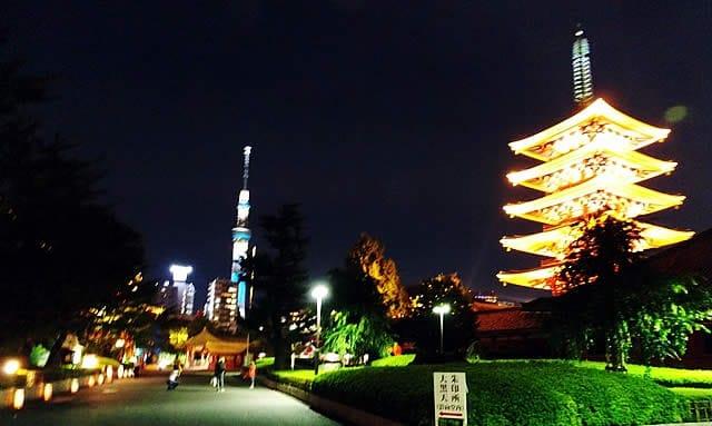 不只充滿力道的三社祭,淺草也有優雅的夜間祭典「燈籠祭」喔!