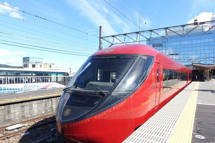 【山梨】離富士山最近的鐵道 :富士山景觀特急列車(FUJISAN VIEW EXPRESS)