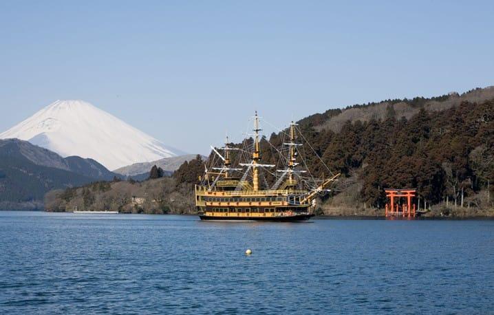 【神奈川】大人小孩都瘋狂!搭海盜船賞箱根蘆之湖絕景!