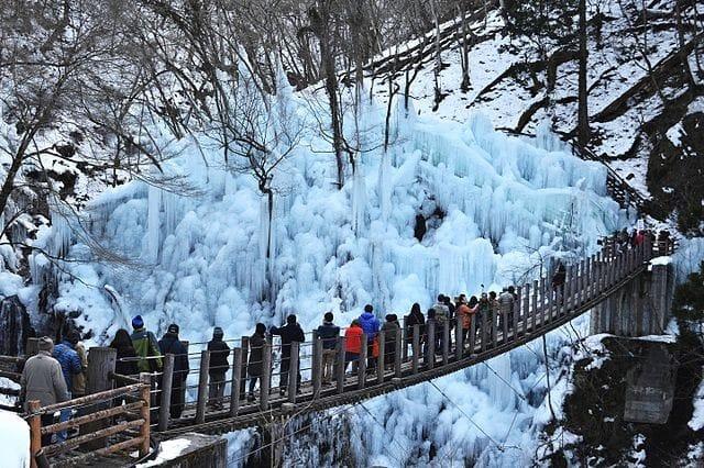 尾之內溪谷冰柱