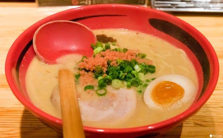 札幌に總店のある人氣拉麵店「えびそば一幻新宿店」の「えびしおそのまま ¥780」。蝦の風味が濃厚で旨い。