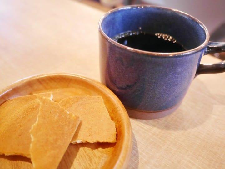 煎餅とコーヒー?200年の老舗、松崎煎餅がショップ&カフェの新店舗をオープン