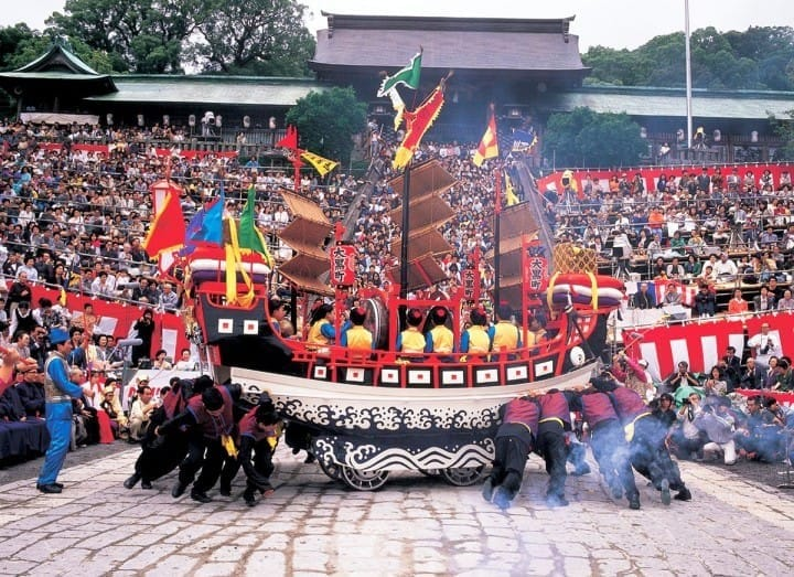 Top 12 Japanese Festivals Throughout The Year You Shouldnt Miss Photo From The Exotic Nagasaki Kunchi
