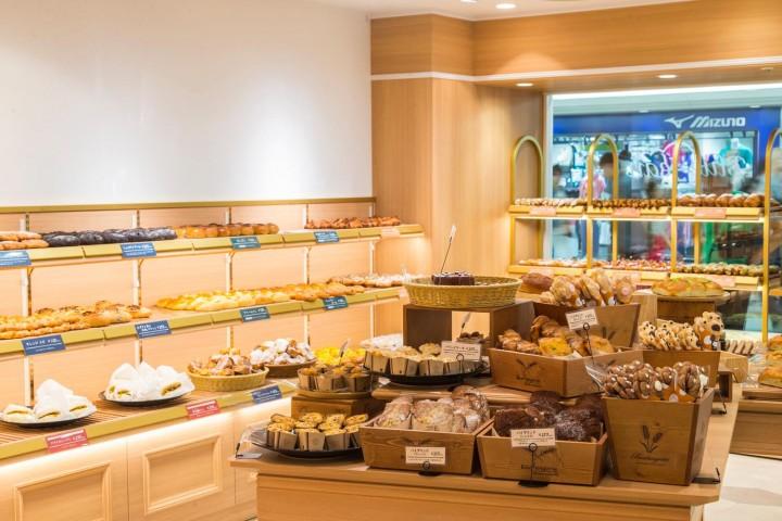 Osaka's Cutest Bakery - New Hankyu Blue Jean