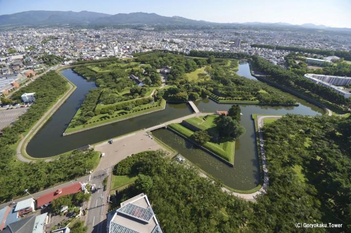 15 แหล่งท่องเที่ยวห้ามพลาดในฮาโกดาเตะ (ป้อมโกะเรียวคาคุ, เนินฮาจิมันซากะ, โกดังอิฐแดง, อุทยานแห่งชาติโอนุมะ)