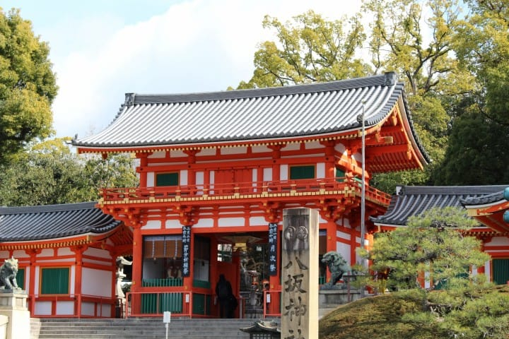 Yasaka Shrine Complete Guide: Highlights And Access From Kyoto Station