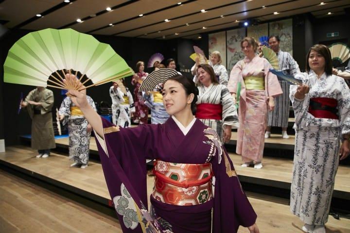 Lớp học múa truyền thống của Nhật Bản trong trang phục truyền thống ở Asakusa miễn phí!