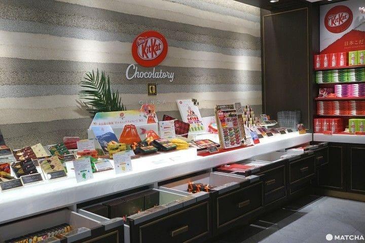 เครื่องดื่มและขนมหวานจากคิทแคทที่ KitKat Chocolatory Ginza