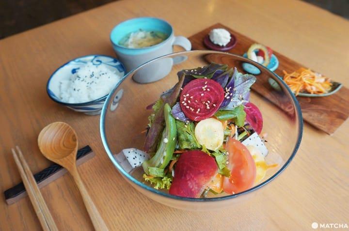 【沖繩那霸】在新型態的沖繩食堂「faidama」品嚐小島鮮蔬
