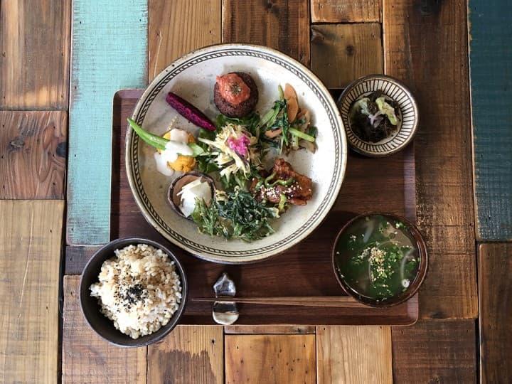 【那霸】怎麼拍都美!享受沖繩午餐時光「自然食與點心 mana」