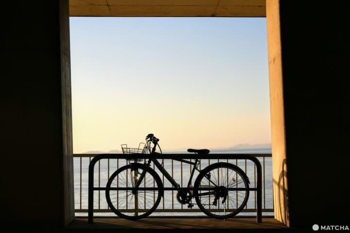 คากาวะจังหวัดที่มีดีทั้งทะเล ภูเขา อาหารอร่อย และออนเซ็น: ไปปั่นจักรยานเที่ยวที่หาดจิจิบุกะฮามะกัน!