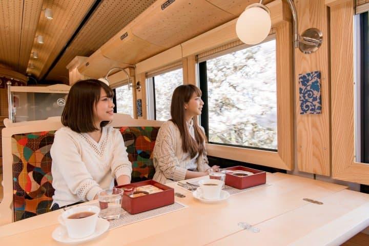 승차 그 자체가 추억이 된다!관동 지역(関東)의 관광열차 4選