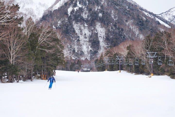 พาครอบครัวเที่ยวสุดสนุกที่นิกโก้ 2 วัน ตอน 1 - มือใหม่ก็เล่นได้ ลานสกีนิกโก้ยุโมโตะออนเซ็น (Nikko Yumoto Onse Ski Park)