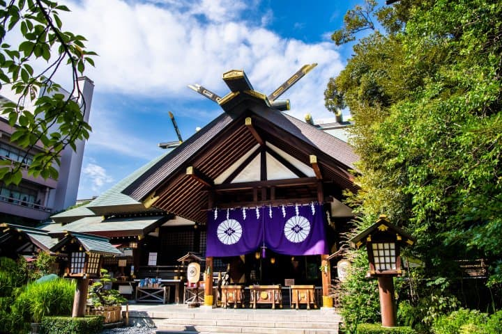 Japanese Shrine Etiquette - How To Visit One Properly