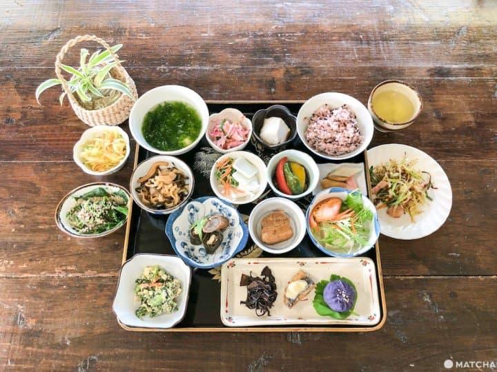 挽起衣袖跟沖繩婆婆學做「石垣島料理」!在地農家料理體驗