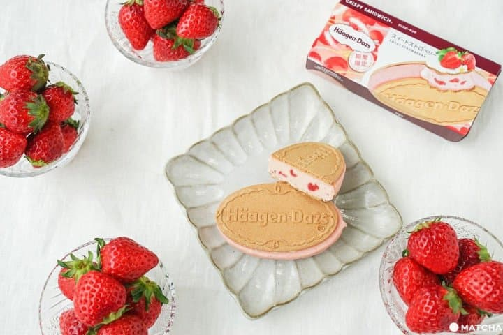A New Snack to Brighten Your Mood! The Sweet Strawberry Crispy Sandwich